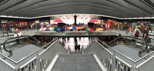 Publicviewing Bahnhof Bern (Bild: Ed Dean)