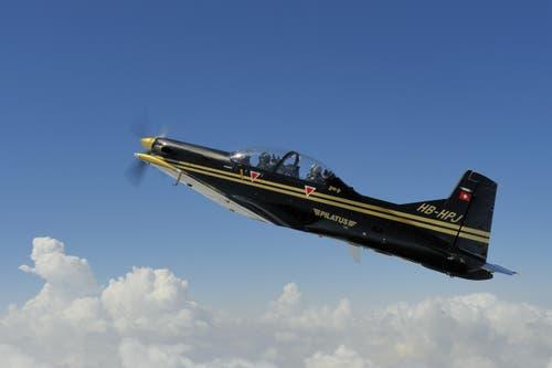 10. August: Die königliche jordanische Luftwaffe hat einen Vertrag über den Kauf von neun Pilatus PC-9 M Trainingsflugzeugen unterzeichnet. Neben dem Kauf der neun Flugzeuge umfasst der Auftrag der jordanischen Luftwaffe auch einen Simulator, Trainingsmaterialien und logistische Unterstützung. (Bild: PD)