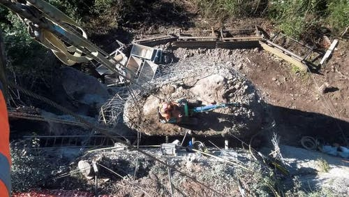 Der Fels wird abgetragen. Bis Mitte November sind die Arbeiten abgeschlossen. (Bild: Gemeinde Weggis)