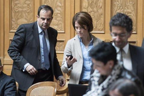 Die Zuger Politiker Gerhard Pfister (links) und Petra Gössi dürfen sich nicht zur «Milchkuh»-Initiative äussern. (Bild: Keystone)