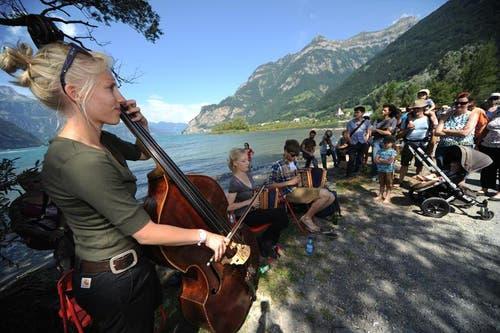 Unter freiem Himmel gaben die Musiker den Spaziergängern Konzerte. (Bild: Urs Hanhart)