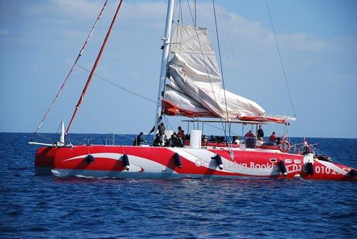 Mit diesem Katamaran fuhren die FCL-Spieler übers Rote Meer. (Bild: Daniel Wyrsch/Neue LZ)