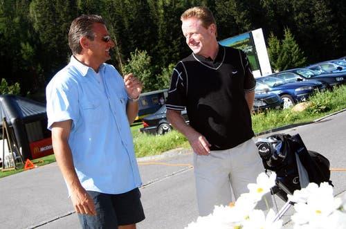 Rolf Fringer beim Golfen in Davos, zusammen mit Turnier-Mitveranstalter Rico Brazerol. (Bild: Archiv Neue LZ)