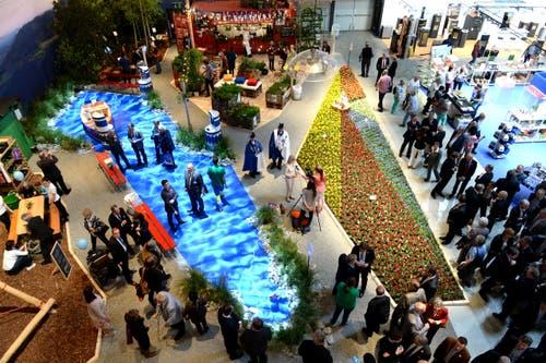Blick auf den Gastkanton Zürich während der Eröffnung. (Bild: Nadia Schärli / Neue LZ)