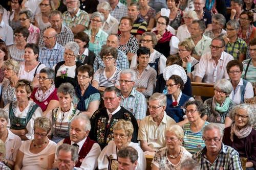 Zahlreiche Besucher an den Wettvortraegen in der katholischen Pfarrkirche. (Bild: Alexandra Wey/Keystone)