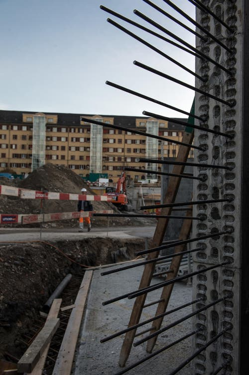 Der Zustand der Baustelle: Das Fudament ist bald gelegt. (Bild: Nadia Schärli (LZ))