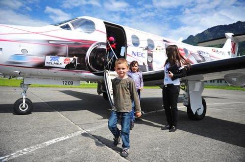 Der Rundflug begeisterte gross und klein. (Bild: Corinne Glanzmann/Neue NZ)