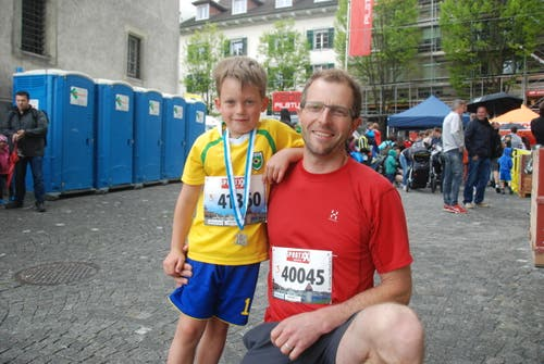 André Seeholzer aus Emmen mit Sohn Quirin. (Bild: Swiss-Image)