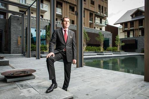 19. Juni: Hansjörg Meyer wird als neuer Direktor des Hotels Chedi in Andermatt vorgestellt. Wenige Tage zuvor nahm der alte Direktor, Alain Baumann, «aus persönlichen Gründen» den Hut. (Bild: Roger Grütter / Neue LZ)