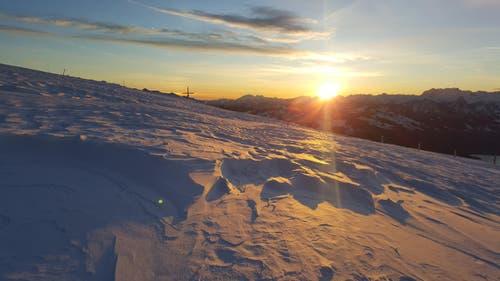 Sonnenaufgang um 7.04 Uhr auf Rigi Kulm. (Bild: Beatrice Rauch)