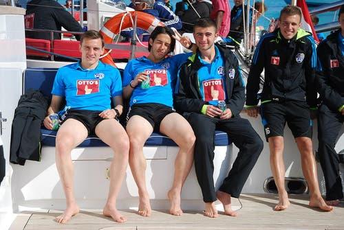 Lachende FCL-Spieler (von links): Burim Kukeli, Jahmir Hyka, Edmond Selmani und Nedim Sacirovic. (Bild: Daniel Wyrsch/Neue LZ)