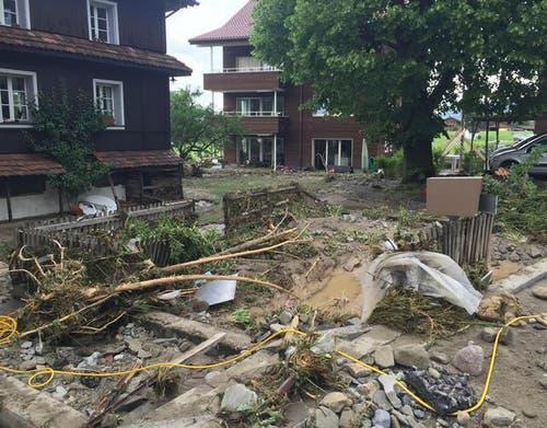 Ein Bild der Verwüstung nach dem Unwetter in Dierikon. (Bild: René Meier / Luzernerzeitung.ch)