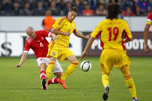 Philippe Senderos (links) gegen Gheorghe Teodor Grozav. (Bild: Philipp Schmidli / Neue LZ)