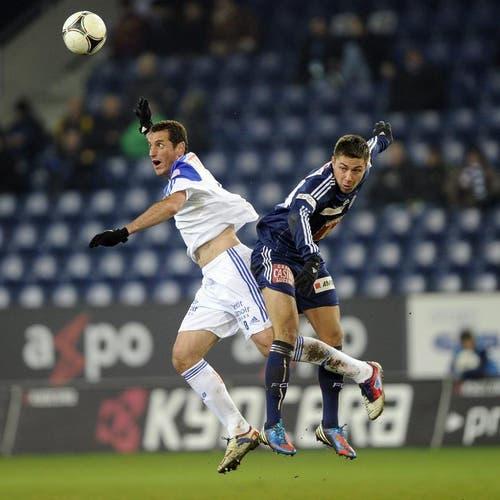 Rodrigo von Lausanne (links) gegen Alain Wiss vom FC Luzern. (Bild: Keystone)
