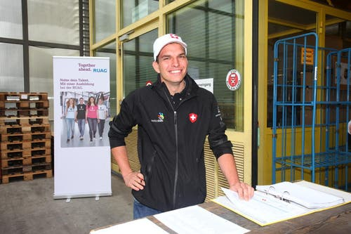 Flavio Helfenstein, Berufsweltmeister bei den Automechanikern 2011 in London, hilft jetzt bei der Organisation mit. (Bild: pd)