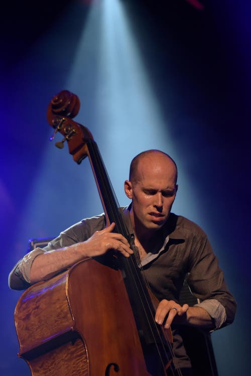 Chris Jennings am Kontrabass. (Bild: Marcel Meier / Jazz Festival Willisau)