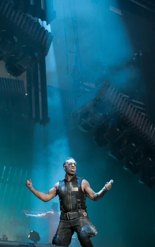 Der Headliner Rammstein mit Frontmann Lindemann. (Bild: Corinne Glanzmann)