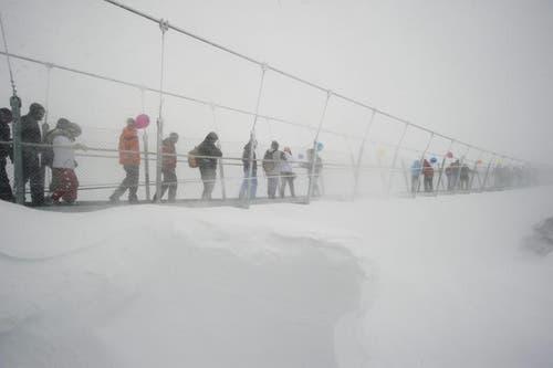Die Hängebrücke auf 3041 Metern über Meer ist die höchstgelegene Europas. (Bild: Keystone)