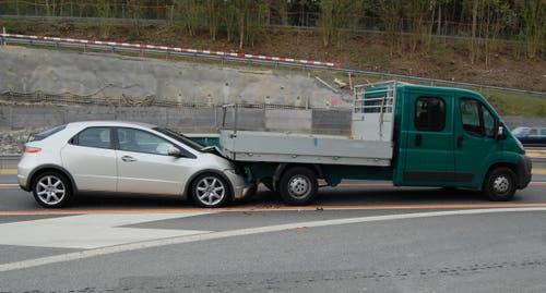 17.04.2015: Auffahrkollision zwischen vier Fahrzeugen. Eine Autofahrerin wird beim Unfall leicht verletzt. Sachschaden: 20'000 Franken. (Bild: Luzerner Polizei)