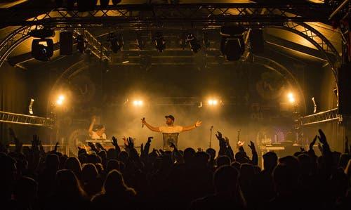 Der deutsche Rapper Chefket mit Live-Band. (Bild: pd / Daniel Heller)