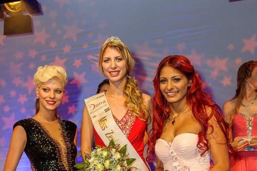 19. September: Die neue Miss Zentralschweiz Antonia Görtz (Mitte) wurde Ende September 2014 gewählt. Auf dem Bild ist sie mit der Zweitplatzierten Nora Kramer (links) und der Drittplatzierten Selen Yalcin (rechts) zu sehen. (Bild: Michael Truffer)