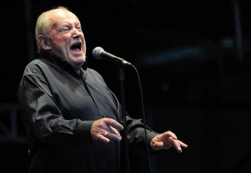 Mit Herz und Seele Sänger: Joe Cocker bei einem Auftritt im Sommer 2011 in Hamburg. (Bild: Keystone)