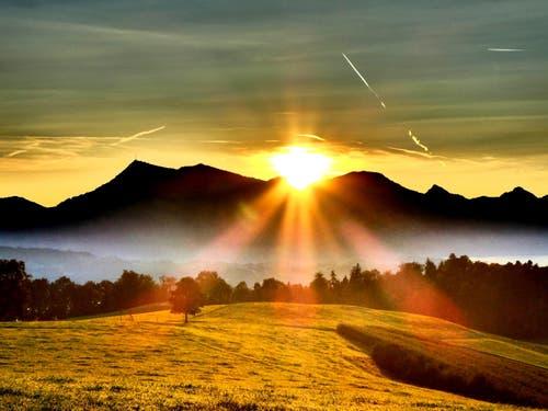 Die Rigi mit Morgenrot. (Bild: Buholzer Walter)