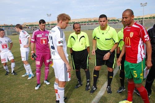 Florian Stahel war heute in El Gouna erstmals FCL-Captain. Links neben ihm Goalie und Vizecaptain David Zibung, dahinter Claudio Lustenberger und Alain Wiss. (Bild: Daniel Wyrsch / Neue LZ)