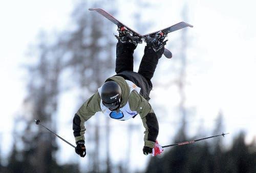 Der 17-jährige Fabian Bösch aus Engelberg gewinnt an der Weltmeisterschaft im Slopestyle in Kreischberg Gold (Bild: EPA / Barbara Gindl)