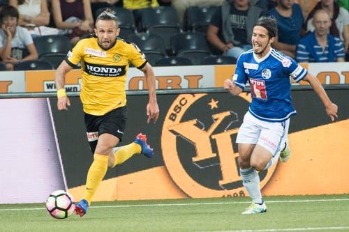 Der FC Luzern - hier mit Jahmir Hyka rechts - muss den Bernern hinterher rennen. Am Ball der zweifache Torschütze Miralem Sulejmani. (Bild: Anthony Anex / Keystone)