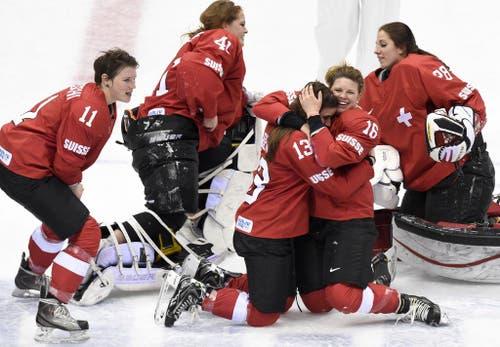 Die Schweizer Eishockey-Nationalmannschaft holt in Sotschi die bronzene Medaille. (Bild: Keystone)