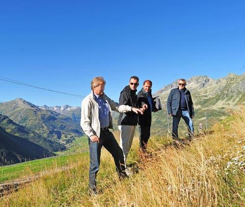 04.09.2013: Skistar-Manager Bo Halvardsson unterwegs mit weiteren Projektverantwortlichen am Nätschen. (Bild: PD)