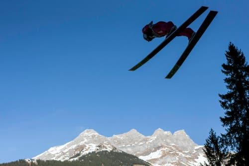Das Skispringen fand bei schönstem Wetter statt. (Bild: Keystone/ALEXANDRA WEY)