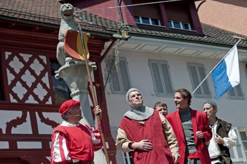 Theaterauftakt im Städtli Sempach. (Bild: Pius Amrein (Neue LZ))