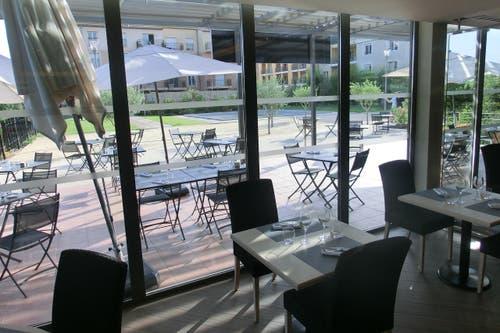 Restaurant mit Indoor- und Outdoorbereich. Die Schweizer Delegation umfasst rund 50 Personen. (Bild: SFV / Marco von Ah)