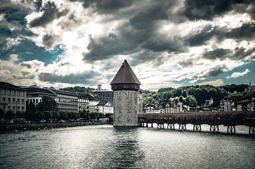 Platz 10 – 597 Gefällt mir: Morgenstimmung in der Stadt Luzern (30. Juli). (Bild: Leser Bruno Raffa)