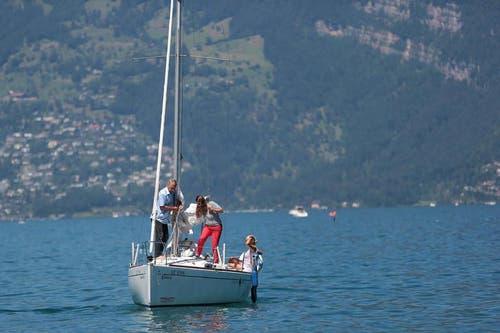 Gemütlich auf dem Seeweg an die 1. August-Feier in Beckenried. (Bild: Roger Zbinden / Neue NZ)