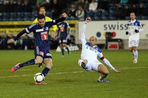 Luzerns Dimitar Rangelov (links) gegen Lausannes Gabri. (Bild: Phiilipp Schmidli / Neue LZ)