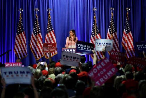 Melania Trump an einer Wahlveranstaltung ihres Mannes Donald. (Bild: Keystone)