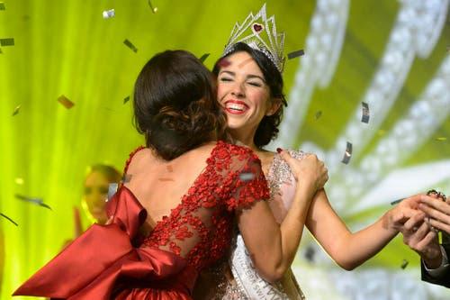 7. November: Das Krönchen gehört Lauriane Sallin. Unter den Schönen des Landes wird die Freiburgerin zur neuen Miss Schweiz auserkoren. (Bild: Keystone / Anthony Anex)