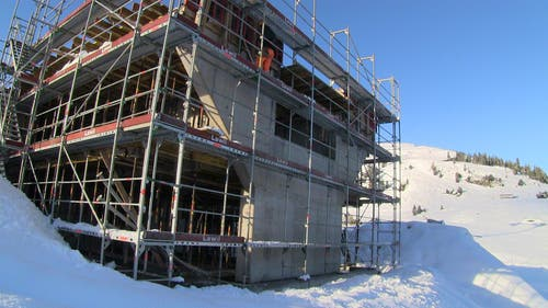 Die Betonarbeiten bei der Bergstation stehen vor dem Abschluss. (Bild: René Meier)