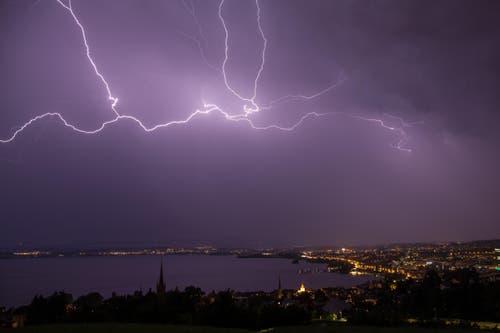 Blitze über dem Zugerland (Bild: Leser Daniel Hegglin)