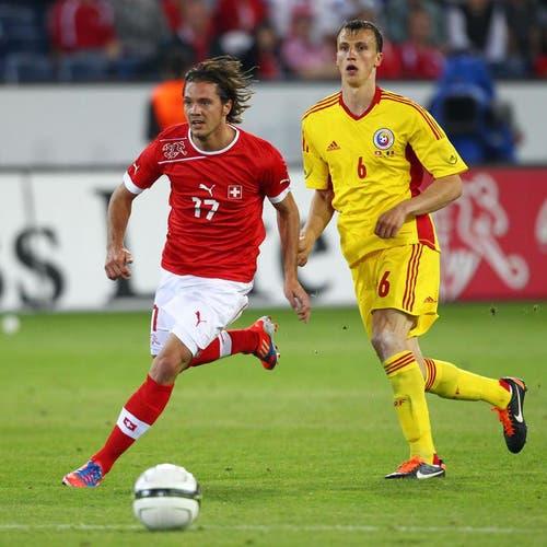 Adrian Winter (links) gegen Vlad Iulian Chiriches. (Bild: Philipp Schmidli / Neue LZ)