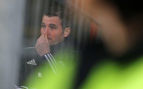 Luzerner Sportchef Alex Frei schaut enttäuscht nach dem Schlusspfiff. (Bild: Keystone)