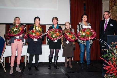 Im Bild sind Vertreter der Zauberlaterne. Von Links: Rita Meyer Hodel/ Sursee, Lory Schranz/ Uri, Silvia Omlin-Jung/ Obwalden, Heidy Weber-Wiget/ Schwyz, Elisabeth Taha/ Luzern. (Bild: Roger Grütter/Neue LZ)