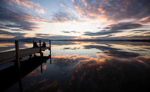 Wolkenspiegelung im Zugersee (Bild: Daniel Hegglin)