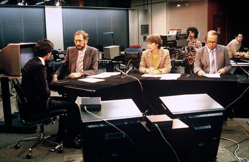 1984: Redaktor Pierre Freimüller, Sprecherin Franziska Schnyder und Max Wolf vom Sport. (Bild: SRF)