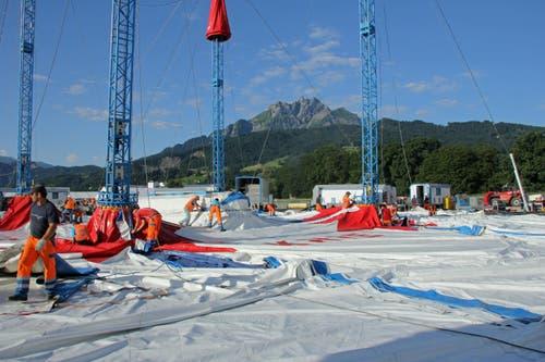 Die Zirkuskuppel hängt 15,5 Meter über der Manege. (Bild: René Meier / Luzernerzeitung.ch)