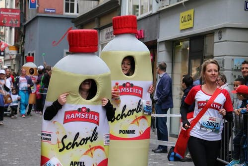 Plauschläufer am 39. Luzerner Stadtlauf. (Bild: Ramona Geiger / luzernerzeitung.ch)