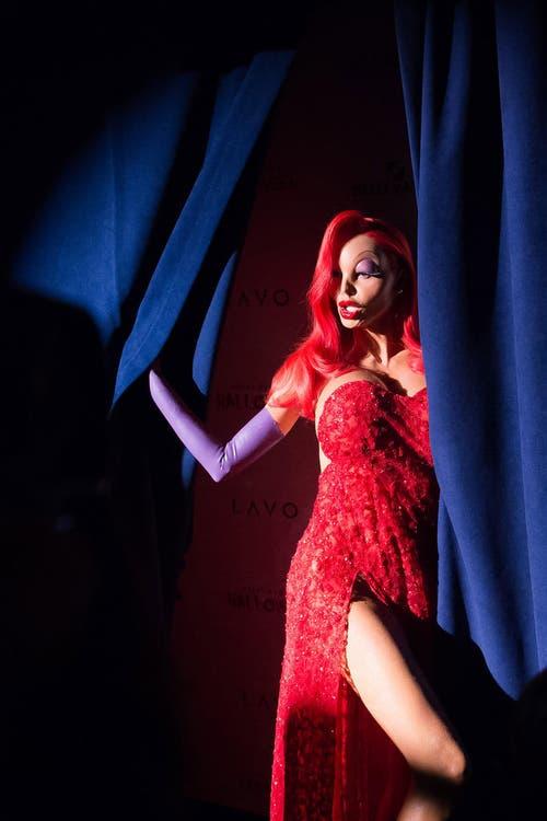 Heidi Klum verkleidet sich an einer Halloween-Party in New York. (Bild: AP / Charles Sykes)